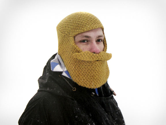 Связать шапку с бородой санты